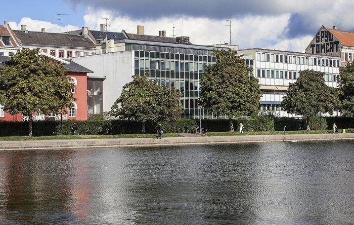 237 m² flerbrugerhus med udsigt til Søerne